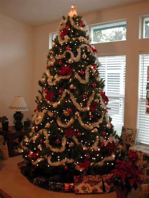 Geschmückte Weihnachtsbäume Christbaum Dekorieren by K 252 Nstlicher Tannenbaum Aus Spritzguss Richtig Geschm 252 Ckt