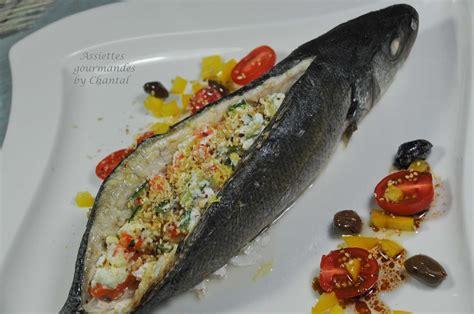 cuisiner le bar entier comment d 233 sar 234 ter un poisson par le dos bar farci 224 la ricotta