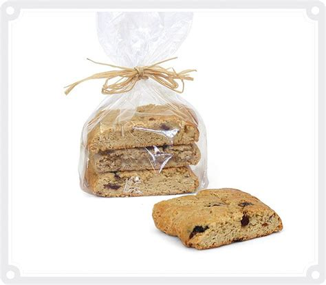 Apricot and almond biscotti are so delicious with sweet apricots and lightly roasted almonds. Aprikosen-Cranberry-Biscotti