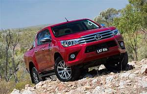Toyota Hilux 2017 : exclusive toyota hilux 39 rugged 39 off road 39 srx 39 luxury variants coming performancedrive ~ Accommodationitalianriviera.info Avis de Voitures
