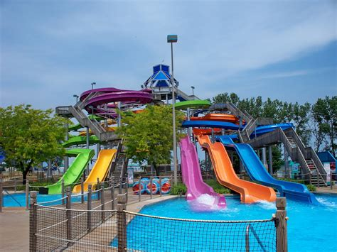 awesome water parks  ohio    stay cool  summer