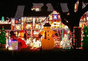 25 Christmas Decorated Houses That Were Clearly Done by