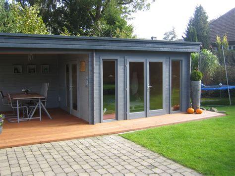 Modernes Gartenhaus Flachdach by Das Moderne Flachdach Gartenhaus Mit Bodentiefen Fenstern