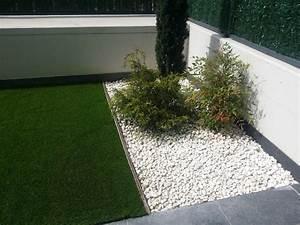 Instalación de jardín con césped artificial Paraíso en Zizur Mayor (Navarra)