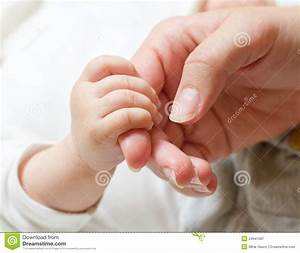 Mother Holding Baby Hands - Hot Girls Wallpaper