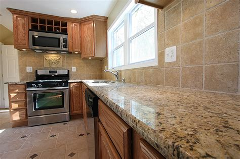 what color countertops go with oak cabinets what color granite goes with oak cabinets and black
