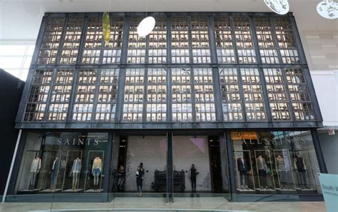 saints chain brings edginess  yorkdale mall  star