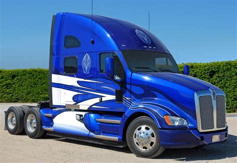 latest kenworth trucks kenworth highlights vinyl wrap prototype at great american