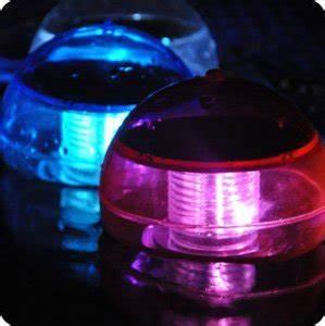 Boule De Lumiere : boule de lumi re tanche solaire pour la piscine le jardin ou chez vous super insolite ~ Teatrodelosmanantiales.com Idées de Décoration