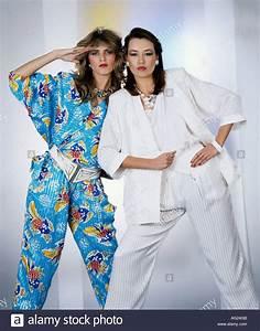 80 Jahre Mode : mode 1980er jahre sommerkollektion zwei frauen hosenanzug halbe l nge hose blazer ~ Frokenaadalensverden.com Haus und Dekorationen
