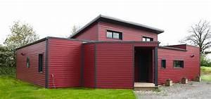 maison a toit plat bardage rouge exterieur jardin With superb maison toit plat bois 7 constructeur maison bois arcadial maisons ossature bois