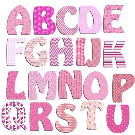 theme chambre garcon lettres alphabet en bois fille billes de clowns