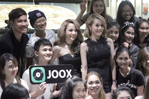 """""""นิว-จิ๋ว"""" โชว์พลังเสียงมอบความสุขให้แฟนคลับ ในงาน """"joox"""