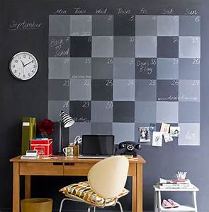 Modern office room ideas with wall decorations