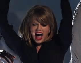 Taylor Swift canta a duó con Lisa Kudrow 'Smelly Cat ...