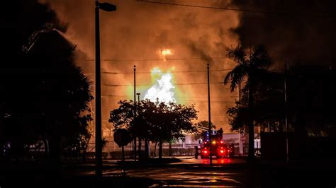 large fire  fort lauderdale knocks  power  thousands