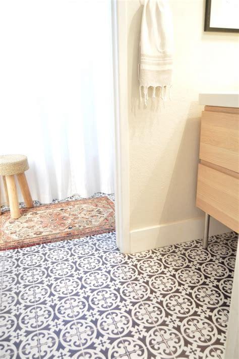 cette blogueuse relooke sa salle de bain avec du carrelage adh 233 sif