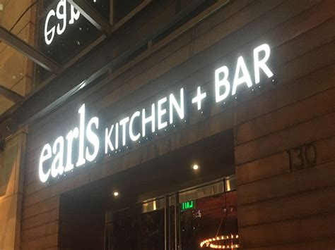 kitchen collection store hours earls kitchen bar the bellevue collection