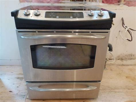Ge Stainless Electric Smooth -top/slide-in Range Saanich