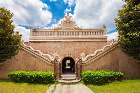 menjelajahi indahnya istana air taman sari yogyakarta