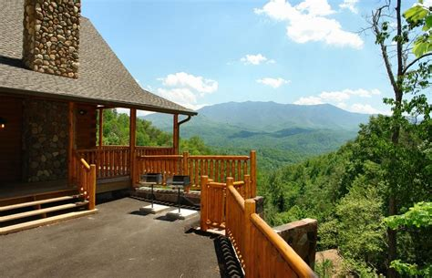 luxury cabin rentals gatlinburg cabin rentals top 25 log cabin rental