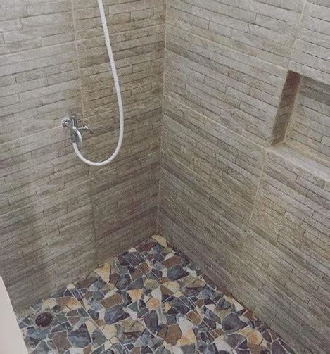 keramik lantai kamar mandi model batu cat rumah minimalis