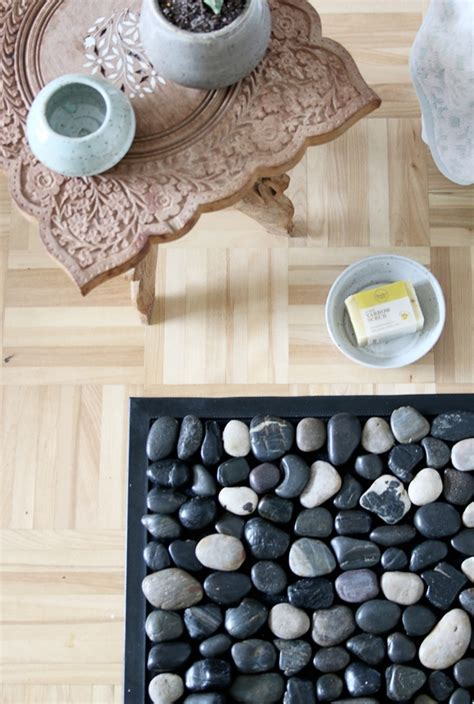 How to: Make a DIY Pebble Bath Mat Curbly