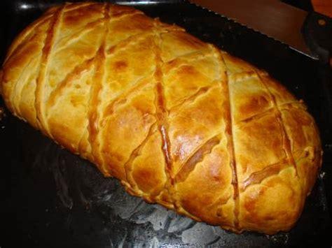 cuisiner saumon entier recette saumon entier en croûte feuilleté à la