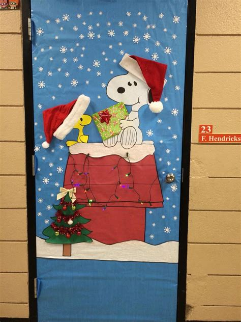 christmas door decoration snoopy charliebrown
