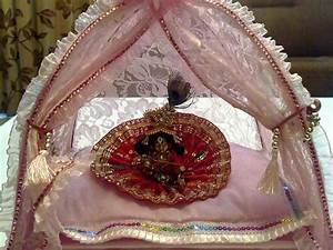 Ways To Decorate Krishna For Janmashtami - Boldsky com