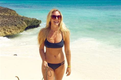 Woman's Bikini Photo Goes Viral  Can You See Why? Daily