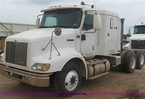 2000 International 9200 Semi Truck