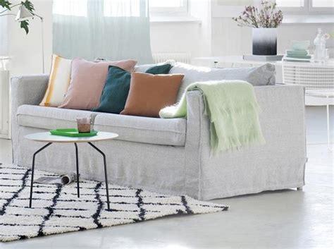 comment recouvrir un canapé en cuir leçon de déco relooker canapé sans le changer