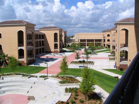 File:MHS Courtyard.jpg - Wikipedia
