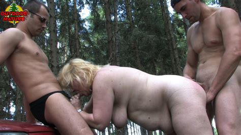 chubby mature slut doing two guys