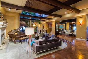 Tommy Lee Lists His 'Home Sweet Home' | Zillow Porchlight