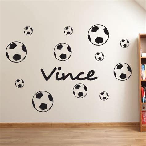 muursticker voetbal met eigen naam kies formaat kleur