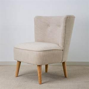 Fauteuil De Chambre : petit fauteuil chambre 12 id es de d coration int rieure french decor ~ Teatrodelosmanantiales.com Idées de Décoration
