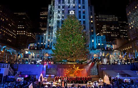 the rockefeller center christmas tree has officially been