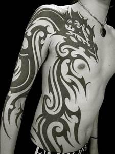 Arm Brust Seite Tribal Drachen Tattoo von Apocaript