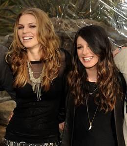 AnnaLynne McCord Shenae Grimes Photos Photos - '90210 ...