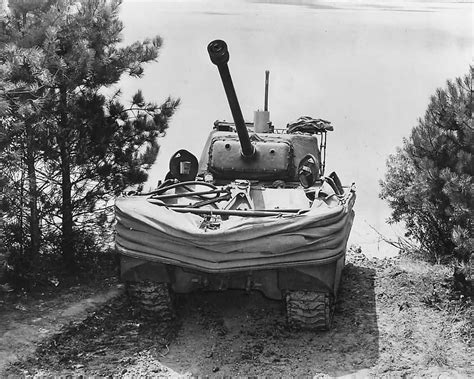 hibious tank duplex drive m4 sherman dd donald duck amphibious tank