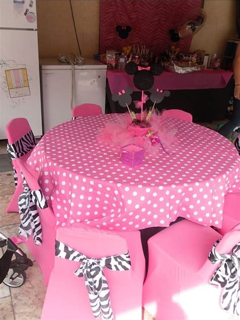 minnie mouse theme birthday table set up decoration