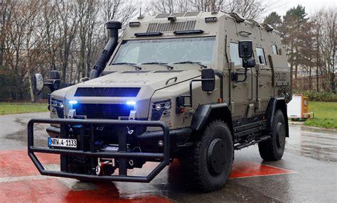 IM Galerie Pressetermin Vorstellung Anti-Terror-Fahrzeug ...