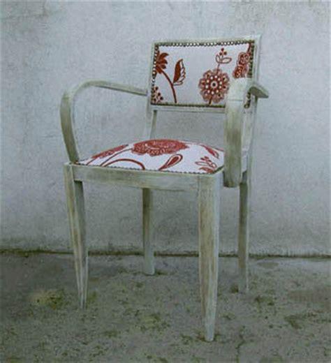 tapisser une chaise en tissu retapisser un fauteuil bridge esprit cabane idees