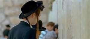 A Hassidic (ultra-orthodox) Jewish boy/man with peyot ...