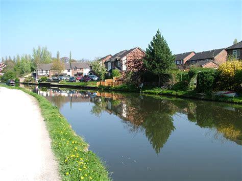 Bridgewater Canal - Modern canalside housing at Lymm
