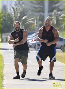 Jason Momoa Flexes His Huge Biceps for the Camera!: Photo ...