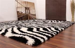 Teppich Schwarz Weiß : teppich hochflor shaggy muster zebra schwarz weiss wohn und schlafbereich hochflor teppiche ~ Markanthonyermac.com Haus und Dekorationen