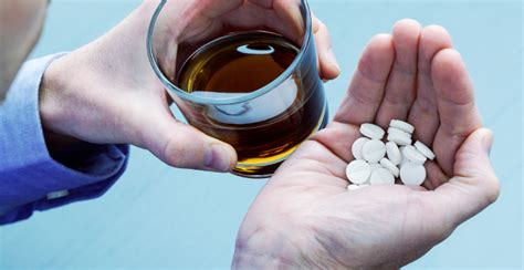 dangers  mixing oxycodone  alcohol